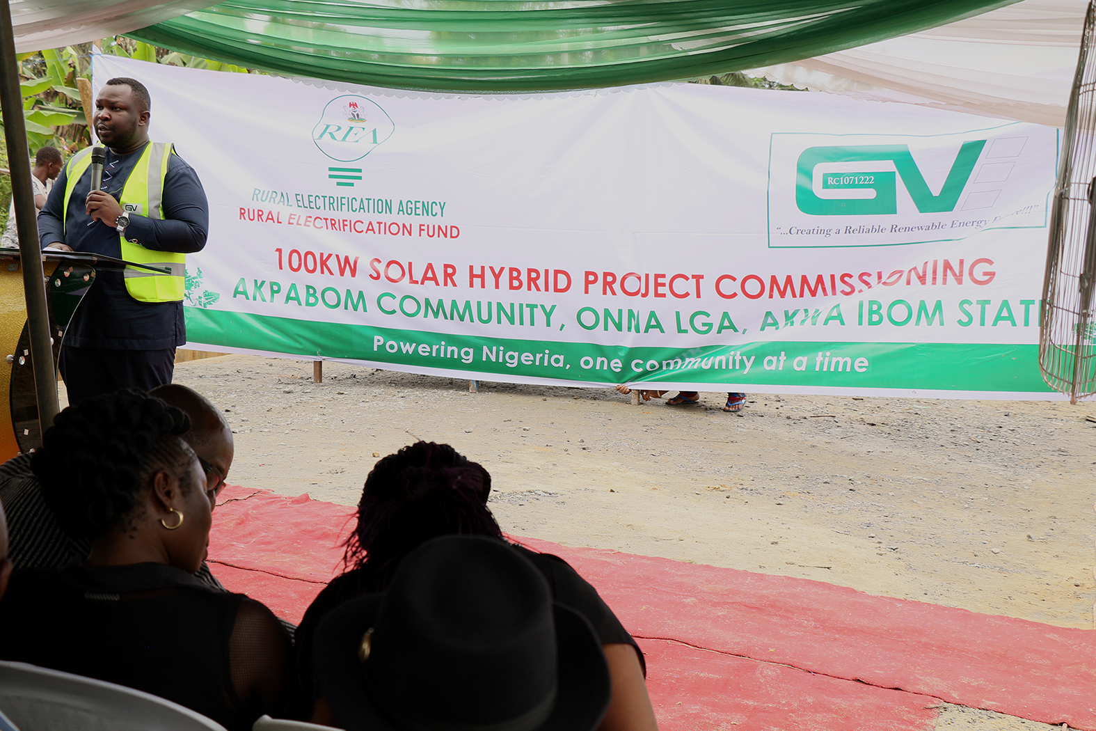 Rural Electrification Agency Commissioned a 100KW Solar Hybrid Mini Grid Power Plant in Akpabom Community
